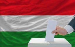Άτομο που ψηφίζει για τις εκλογές στην Ουγγαρία Στοκ φωτογραφίες με δικαίωμα ελεύθερης χρήσης