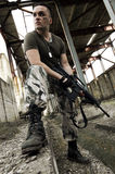 άτομο πυροβόλων όπλων κάλυψης πνευματικό στοκ φωτογραφία με δικαίωμα ελεύθερης χρήσης