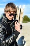 άτομο πυροβόλων όπλων Στοκ Φωτογραφία