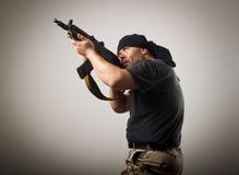 άτομο πυροβόλων όπλων Στοκ φωτογραφία με δικαίωμα ελεύθερης χρήσης