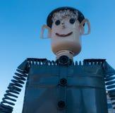 Άτομο σιδήρου στο υπόβαθρο ουρανού Στοκ εικόνες με δικαίωμα ελεύθερης χρήσης