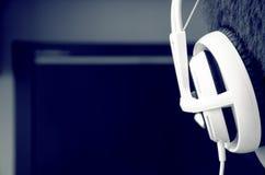 Άτομο στα ακουστικά Στοκ φωτογραφία με δικαίωμα ελεύθερης χρήσης