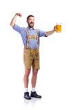 Άτομο στα βαυαρικά ενδύματα, που κρατά την μπύρα, που παρουσιάζει δικέφαλους μυς Στοκ Εικόνα