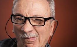 Άτομο στα γυαλιά με έναν μορφασμό του πόνου Στοκ Φωτογραφίες