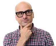 Άτομο στα γυαλιά που σκέφτονται και που κοιτάζουν μακριά Στοκ φωτογραφίες με δικαίωμα ελεύθερης χρήσης