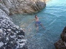 Άτομο στην αδριατική θάλασσα Στοκ φωτογραφία με δικαίωμα ελεύθερης χρήσης