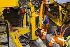 Άτομο στην εργασία για το σιδηρόδρομο στοκ εικόνες
