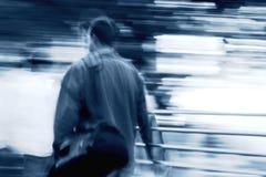 άτομο στην εργασία περπατήματος Στοκ Φωτογραφίες