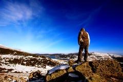 Άτομο στην κορυφή Στοκ εικόνες με δικαίωμα ελεύθερης χρήσης