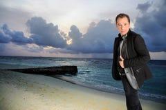 Άτομο στην ωκεάνια παραλία Στοκ φωτογραφία με δικαίωμα ελεύθερης χρήσης