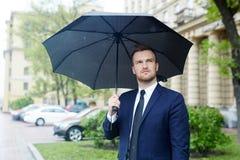 Άτομο στη βροχή στοκ φωτογραφίες με δικαίωμα ελεύθερης χρήσης