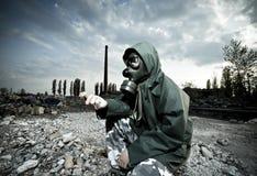Άτομο στη μάσκα αερίου Στοκ εικόνες με δικαίωμα ελεύθερης χρήσης