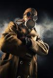 Άτομο στη μάσκα αερίου Στοκ Εικόνες