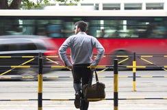 Άτομο στη στάση λεωφορείου Στοκ Εικόνα