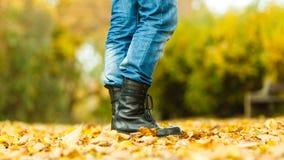 Άτομο στις μαύρες μπότες Στοκ φωτογραφία με δικαίωμα ελεύθερης χρήσης
