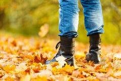 Άτομο στις μαύρες μπότες Στοκ Εικόνες