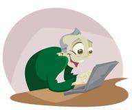 Άτομο στον υπολογιστή στοκ εικόνα με δικαίωμα ελεύθερης χρήσης