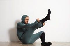 Άτομο στο θερμικό σύνολο κοστουμιών ninja ένδυσης baselayer στοκ φωτογραφία με δικαίωμα ελεύθερης χρήσης