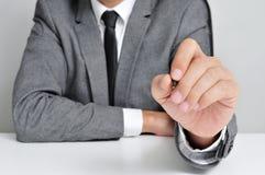 Άτομο στο κοστούμι με μια μάνδρα στοκ φωτογραφία