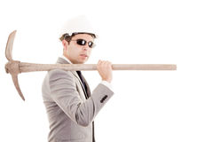 Άτομο στο κοστούμι που επιδεικνύει την αξίνα Στοκ Φωτογραφία