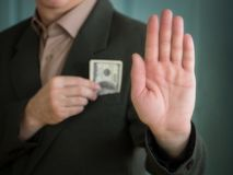Άτομο στο κοστούμι που κρύβει τα δολάρια ενός μετρητών χεριών στην τσέπη σακακιών μου και τον άλλο βραχίονα προς τα εμπρός με την στοκ εικόνες