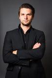 Άτομο στο μαύρο κοστούμι Στοκ Φωτογραφία