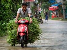 Άτομο στο μοτοποδήλατο στην Καμπότζη Στοκ Φωτογραφία
