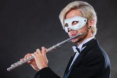Άτομο στο φλάουτο παιχνιδιού μασκών καρναβαλιού Στοκ εικόνες με δικαίωμα ελεύθερης χρήσης