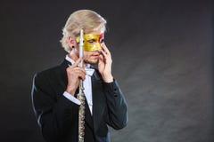 Άτομο στο φλάουτο παιχνιδιού μασκών καρναβαλιού Στοκ Εικόνες