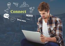 Άτομο στο lap-top με Connect το κείμενο με τη γραφική παράσταση σχεδίων Στοκ Εικόνες
