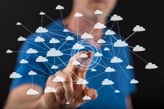 Άτομο σχετικά με ένα δίκτυο σύννεφων σε μια οθόνη αφής Στοκ φωτογραφία με δικαίωμα ελεύθερης χρήσης