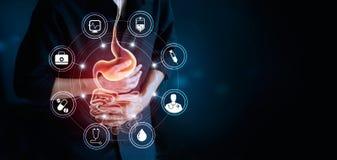 Άτομο σχετικά με το στομάχι και το ιατρικό εικονίδιο, που υφίστανται το στομαχόπονο στοκ εικόνες