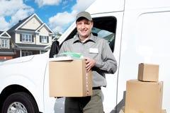 Άτομο ταχυδρομικής υπηρεσίας παράδοσης. Στοκ Φωτογραφία