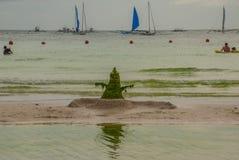 Άτομο τεράτων που γίνεται από το φύκι και slime Boracay, Φιλιππίνες Στοκ Εικόνα