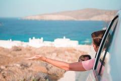 Άτομο τουριστών στο ταξίδι διακοπών με το αυτοκίνητο Έννοια καλοκαιρινών διακοπών και ταξιδιού αυτοκινήτων Στοκ Εικόνες