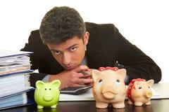 άτομο τραπεζών piggy Στοκ φωτογραφία με δικαίωμα ελεύθερης χρήσης