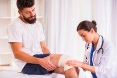 Άτομο τραυματισμών στο γιατρό Στοκ Εικόνες