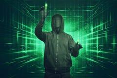 Άτομο χάκερ με τη μάσκα vendetta που χαράσσει το δυαδικό βακαλάο ασφάλειας συστημάτων Στοκ εικόνες με δικαίωμα ελεύθερης χρήσης