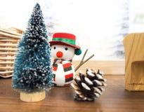 Άτομο χιονιού για τη ημέρα των Χριστουγέννων Στοκ φωτογραφία με δικαίωμα ελεύθερης χρήσης