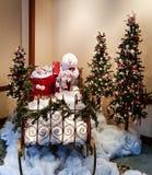 Άτομο χιονιού και τσάντα των δώρων Χριστουγέννων Στοκ εικόνα με δικαίωμα ελεύθερης χρήσης