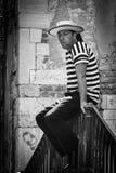 Άτομο Gongolier στη Βενετία, φωτογραφία μαύρος & άσπρος στοκ εικόνες