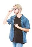 Άτομο Hipster με τον εκκεντρικό πυροβολισμό στούντιο γυαλιών Στοκ εικόνα με δικαίωμα ελεύθερης χρήσης