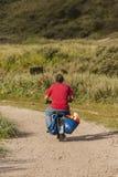 Άτομο op brommer, άτομο στο μοτοποδήλατο στοκ φωτογραφία με δικαίωμα ελεύθερης χρήσης