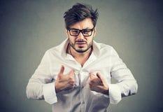 Άτομο Overreacting που δείχνει σε τον στην παράβαση στοκ φωτογραφίες με δικαίωμα ελεύθερης χρήσης