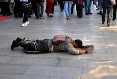 Άτομο Prostrating στο lhasa, Θιβέτ Στοκ εικόνα με δικαίωμα ελεύθερης χρήσης