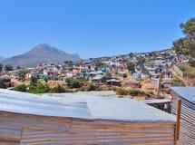 Άτυπη τακτοποίηση στη Νότια Αφρική με τα ηλιακά πλαίσια στοκ φωτογραφία με δικαίωμα ελεύθερης χρήσης