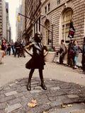 Άφοβο κορίτσι Γουώλ Στρητ στοκ φωτογραφία με δικαίωμα ελεύθερης χρήσης