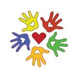 Άχρωμο υπόβαθρο με τον κύκλο των παλαμών colorfull των χεριών Στοκ φωτογραφία με δικαίωμα ελεύθερης χρήσης