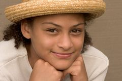 άχυρο καπέλων κοριτσιών στοκ φωτογραφία