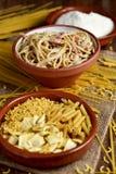 Άψητα ζυμαρικά, carbonara alla μακαρονιών και ξυμένο τυρί Στοκ Εικόνες